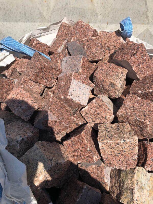 Natural split setts from granite Maple Red 10×10×10