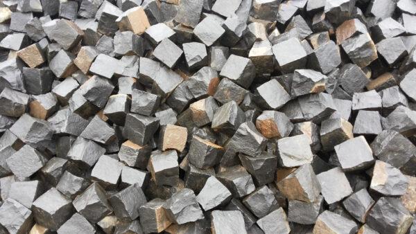 Множество брусчатых камней из базальта (формат 10х10х10)