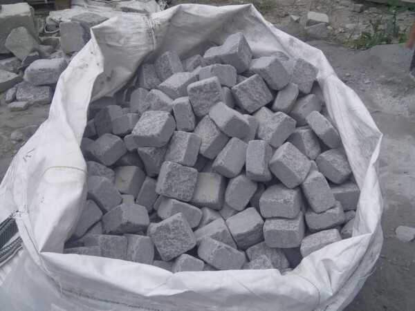 Tumbled stone setts from gabbro 10x10x5 sm packed in a big bag