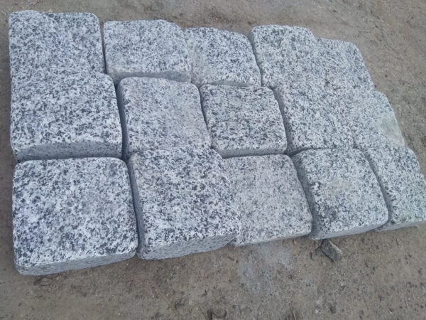 Tumbled stone setts from Pokostovsky granite (Grey Ukraine) 10×10×5 cm (15 stones)