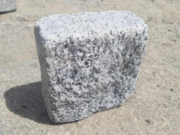 Tumbled stone setts from Pokostovsky granite (Grey Ukraine) 10x10x5 cm (single stone)